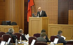 П. Масловский выступил перед депутатами Заксобрания Амурской области сотчетом освоей работе в2013году