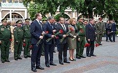 Председатель СФ В.Матвиенко приняла участие вцеремонии возложения венков кМогиле Неизвестного Солдата вМоскве