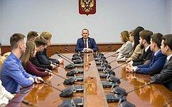 В. Кравченко: Основные возможности вплане самореализации молодежи недолжны кардинально отличаться встолице ирегионах