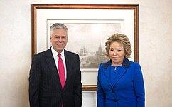 Председатель Совета Федерации В.Матвиенко приняла Чрезвычайного иПолномочного Посла США вРФ Д.Хантсмана