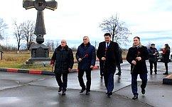 Члены Совета Федерации Баир Жамсуев иВячеслав Мархаев посетили Северную Осетию, чтобы почтить память погибших врезультате теракта в2004году вгороде Беслан