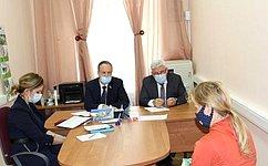 А. Башкин провел прием граждан совместно суполномоченным поправам человека вАстраханской области А. Спицыным