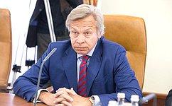 Благодаря работе журналистов, обеспечивается связь между сенаторами иобществом— А.Пушков