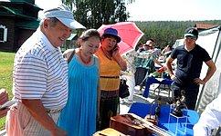 А.Тулохонов посетил международную выставку народных промыслов