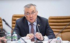Сенаторы приняли участие вмониторинге запроведением референдума попроекту Конституции Киргизии