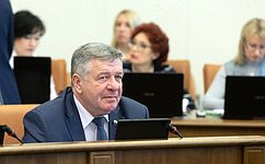 Реализация национальных проектов позволит улучшить жизнь сибиряков— В.Семенов