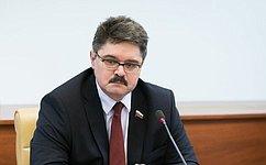 А. Широков наградил финалистов проекта «Высшая студенческая школа парламентаризма», прошедшего вМагадане
