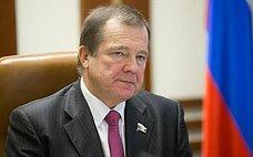 Парламентарии оперативно реагируют наострые проблемы, которые широко обсуждаются вобществе— С.Катанандов