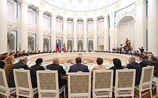 Президент РФ провел встречу сруководством палат Федерального Собрания