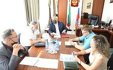 Б. Жамсуев провел вЧите оперативное совещание повопросам реконструкции здания Драматического театра