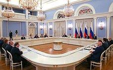 Состоялась встреча членов Совета палаты СФ сПредседателем Правительства РФ