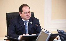 Регионы получат наразвитие дополнительно 112 млрд рублей– сенатор Р.Гольдштейн