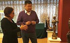 В. Мархаев посетил выставку современной бурятской бронзовой пластики «Бронзовая принцесса»
