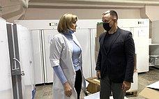 О. Алексеев ознакомился сходом вакцинации населения отCOVID-19 вСаратовской области
