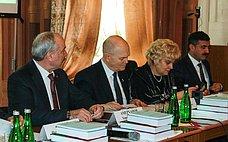 М.Щетинин провел парламентские слушания, посвященные актуальным вопросам развития мясного имолочного скотоводства