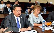 В.Полетаев иТ.Гигель обсудили снижение тарифов наэлектроэнергию вРеспублике Алтай