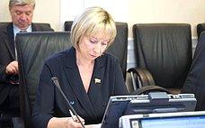 Р. Галушина провела прием граждан вНарьян-Маре