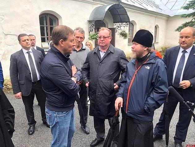 Андрей Турчак посетил Свято-Успенский Святогорский монастырь