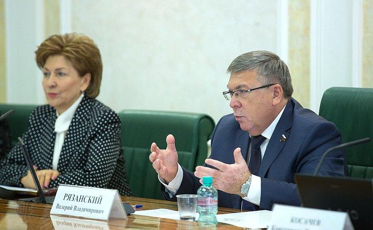 Расширенное заседание Комитета СФ посоцполитике