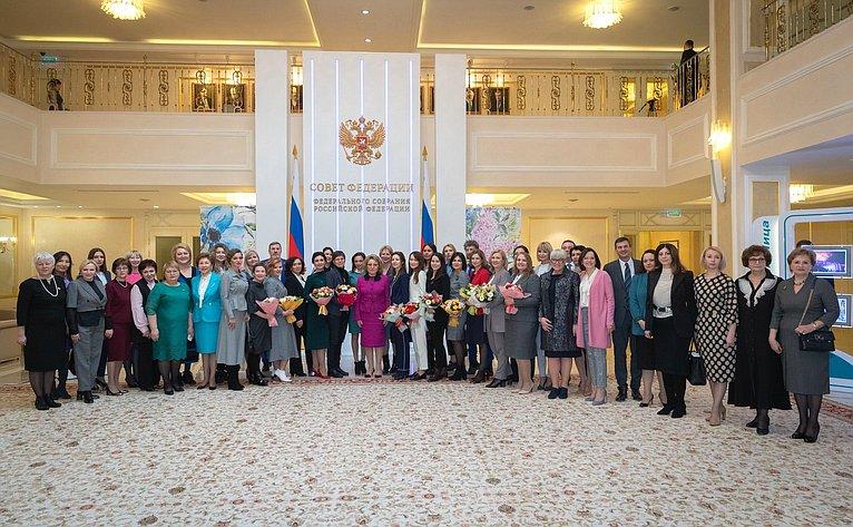 Открытие вСовете Федерации фотовыставки «Второй Евразийский женский форум. События. Эмоции. Лица»