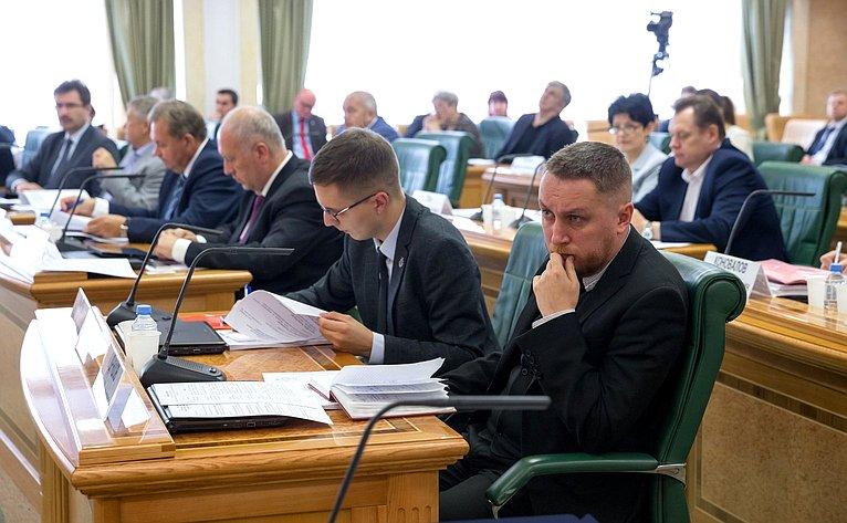 Парламентские слушания натему «Актуальные вопросы развития малых городов иисторических поселений»