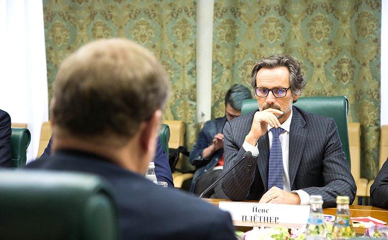 Встреча Константина Косачева сНачальником политического департамента Министерства иностранных дел Германии Йенсем Плётнером