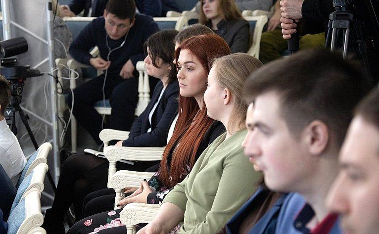 Встреча Л.Гумеровой сучастниками иорганизаторами XVII Всероссийского конкурса молодежных авторских проектов ипроектов всфере образования «Моя страна– моя Россия»