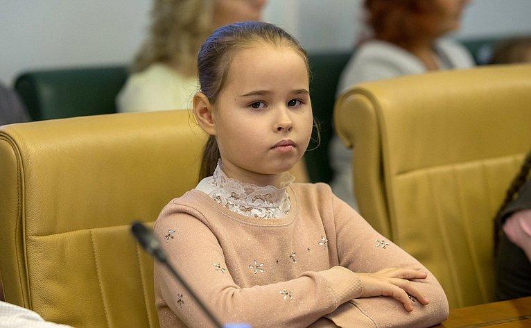 Встреча Л.Гумеровой спобедителями Всероссийского конкурса школьных генеалогических исследований «Моя родословная» иВсероссийского интернет-фотоконкурса «Семьи счастливые моменты»