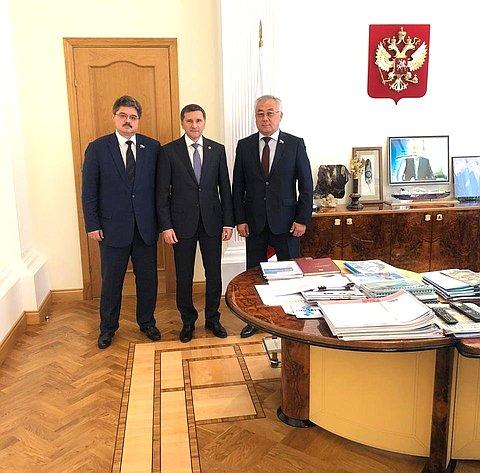 Б. Жамсуев иА. Широков обсудили сглавой Минприроды Д. Кобылкиным вопросы развития горнорудной промышленности вДФО