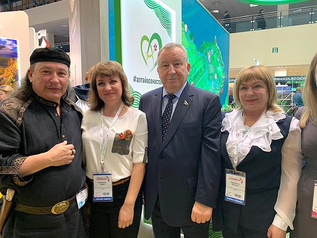 Александр Карлин посетил XV Международную туристическую выставку «Интурмаркет»