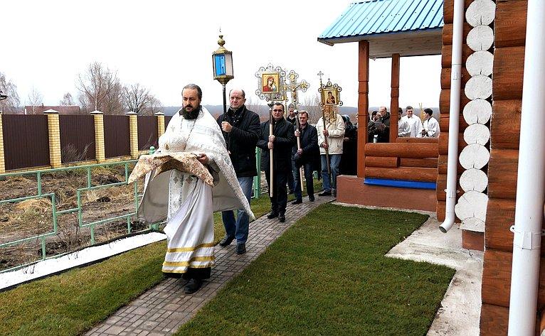 Чин освящения храма иБожественную литургию совершил митрополит Чебоксарский иЧувашский Варнава