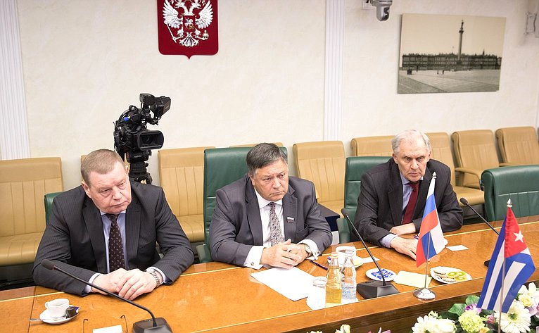 С. Калашников провел встречу сЧрезвычайным иПолномочным Послом Республики Куба вМоскве