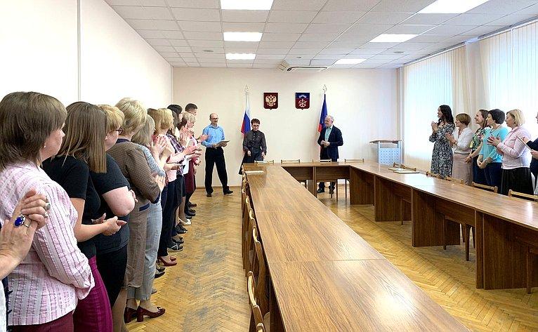 Татьяна Кусайко поздравила работников социальной службы Мурманской области сДнём социального работника