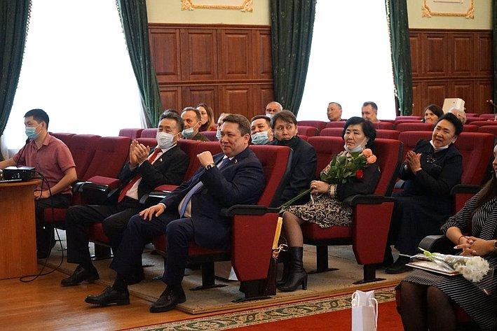 Владимир Полетаев наградил победителей ипризеров конкурса «Мы помним! Мы гордимся!»