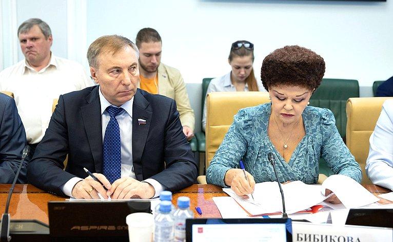 А. Варфоломеев иВ. Петренко