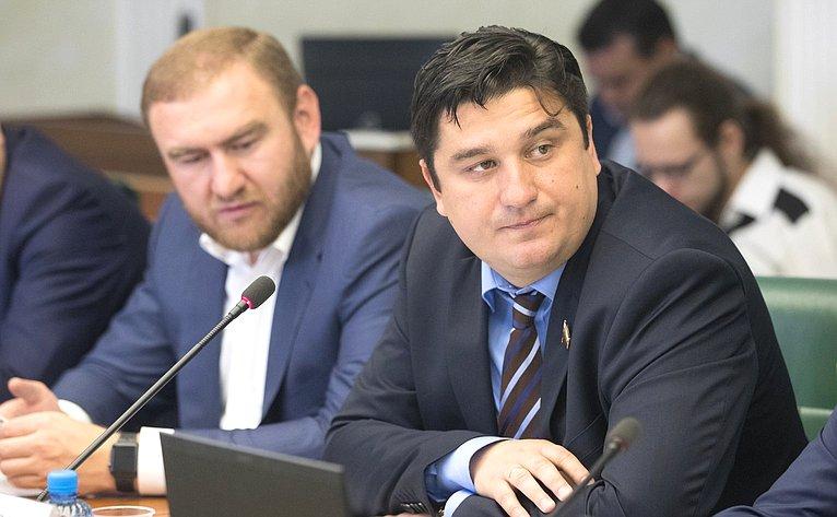 Р. Арашуков иА. Коротков