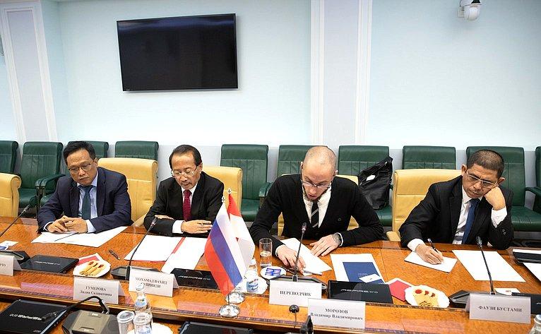 Встреча Л.Гумеровой сЧрезвычайным иПолномочным Послом Республики Индонезии вРФ Мохамадом Вахидом Суприяди