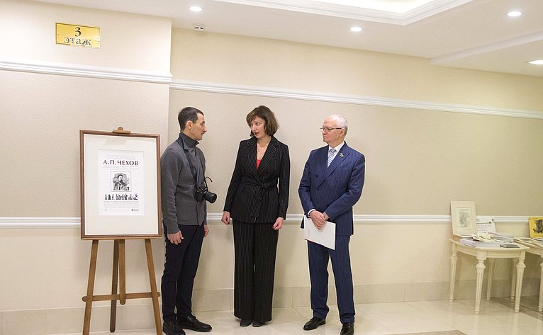 Фарит Мухаметшин принял участие воткрытии выставки репродукций картин, посвященной 160-летию содня рождения А.П.Чехова