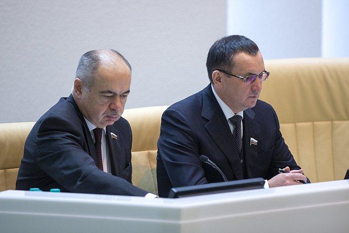 И. Умаханов иН. Федоров на385-м заседании Совета Федерации