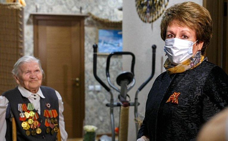 Екатерина Алтабаева поздравила севастопольских ветеранов сДнем Победы
