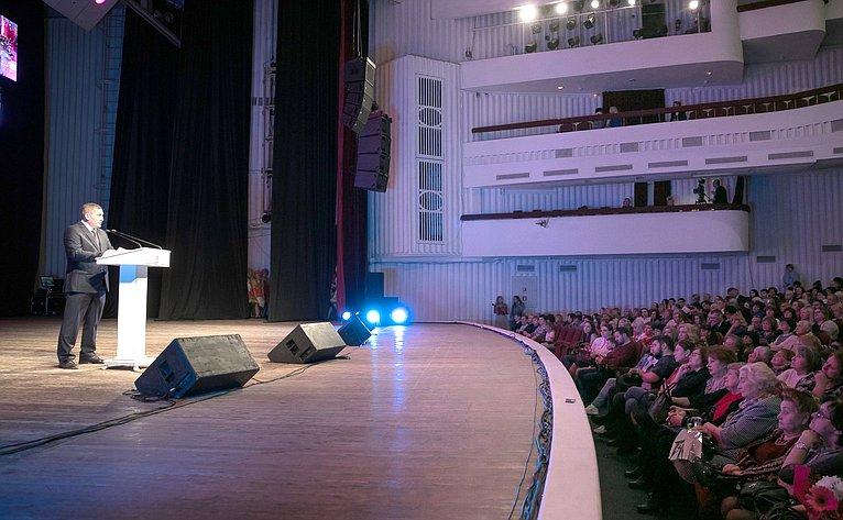 Андрей Бочаров поздравил победительниц премии «Женщина года»