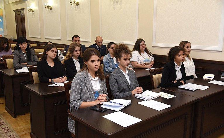 «Круглый стол» Комитета СФ поРегламенту иорганизации парламентской деятельности натему «Диалог наравных: Добровольческая деятельность всфере правового просвещения молодежи»