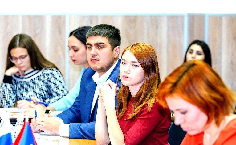 Андрей Шевченко провел вОренбурге «круглый стол» натему «Улучшение качества жизни семей через меры социальной поддержки»