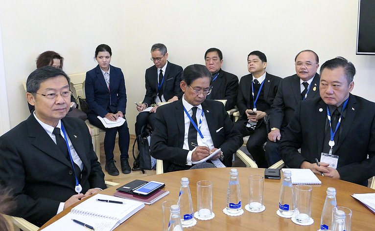 Встреча первого заместителя Председателя Совета Федерации Николая Федорова сзаместителем Председателя Национальной законодательной ассамблеи Таиланда Сурачаем Лиенгбунлетчаем