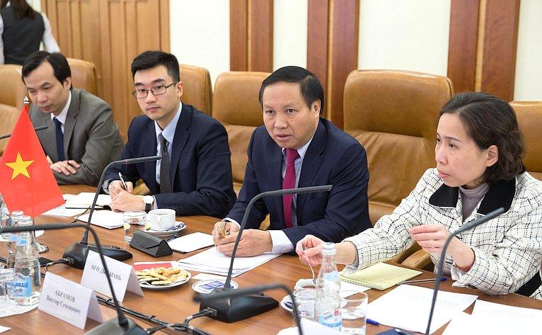 Встреча Виктора Абрамова сЧрезвычайным иПолномочным Послом Социалистической Республики Вьетнам вРФ Нго Дык Манем