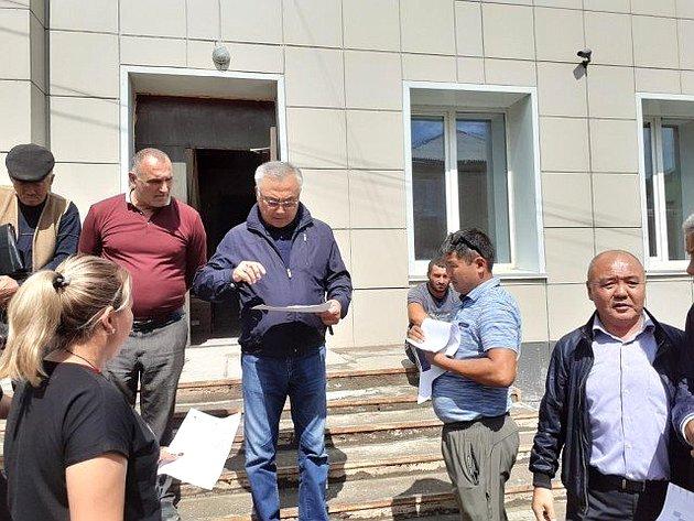 Б. Жамсуев осмотрел объекты, строящиеся врамках реализации нацпроектов ирегиональных программ вАгинском районе Забайкалья