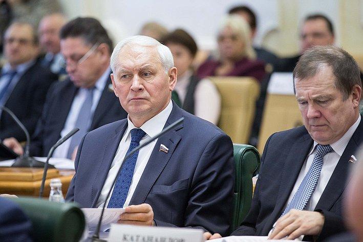 Тихихомиров и Катанандов. Заседание Совета по местному самоуправлению при верхней палате парламента
