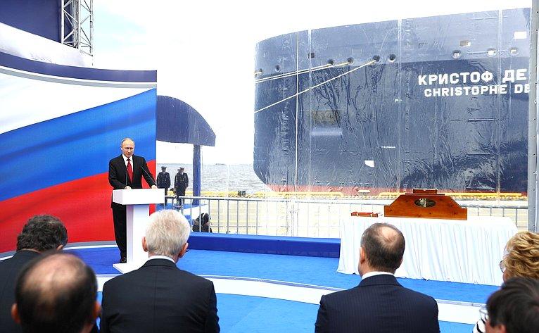 Президент России В. Путин нацеремонии имянаречения арктического танкера-газовоза «Кристоф де Маржери»