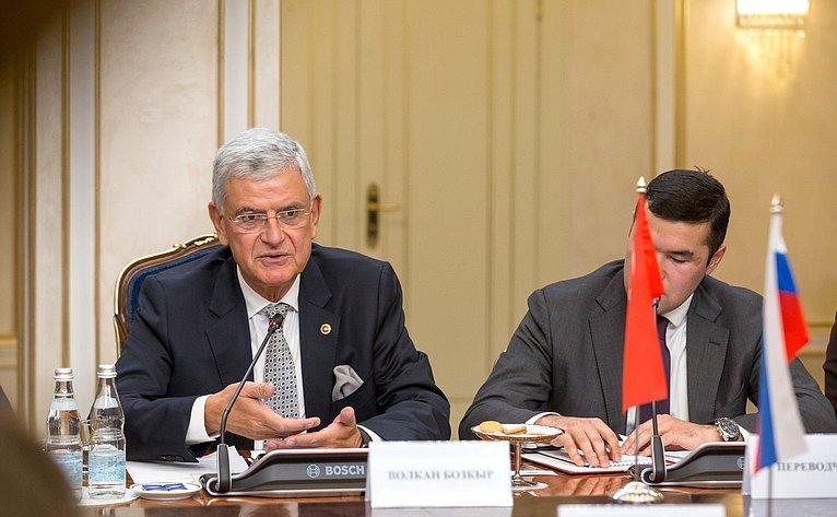 Встреча спредседателем Комиссии помеждународным делам Великого Национального Собрания Турции