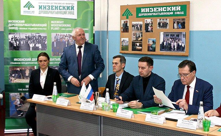 Сергей Рябухин провел встречу ссотрудниками ируководством Инзенского деревообрабатывающего завода